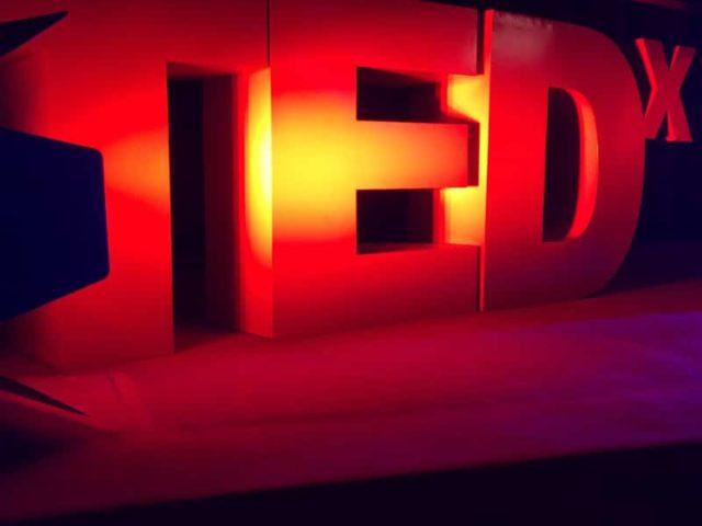 [TEDx Limoges 2016] Guillaume partage sa vision de l'Identité Geek.